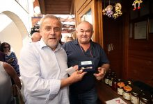 Milan Bandić i Ljubo Jurčić s građanima Ogulina