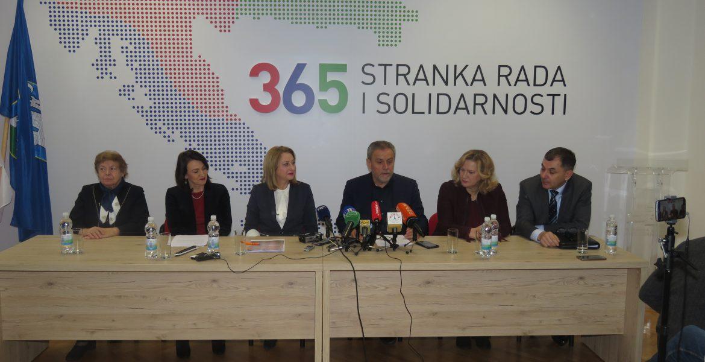 """""""Vjeroučitelj Bagarić ukrao je Božić, ministrica Divjak školske praznike"""""""