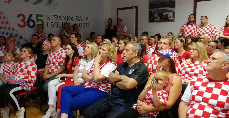 Udružili smo srce i glasnice za nogometnu reprezentaciju u utakmici Hrvatska-Engleska