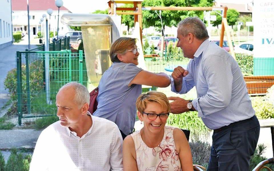 Kandidati s liste Stranke rada i solidarnosti za II izbornu jedinicu predvođeni nositeljim liste Milanom Bandićem posjetili su Vrbovečku Dubravu